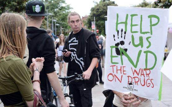 manifestation-a-toulouse-le-10-mai-2014-a-l-occasion-d-une-marche-mondiale-pour-demander-la-legalisation-du-cannabis