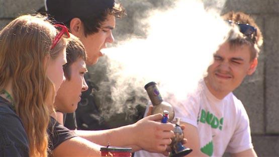 150421_k28nb_marijuana-jeunes-vancouver_sn635