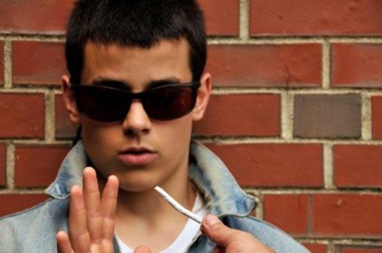 Teen-refusing-marijuana-e1410967106559