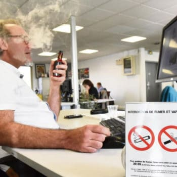Smoking or vaping in public places in France