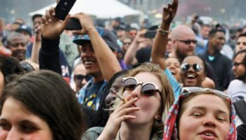 Moins de fumeurs de cannabis âgés de 12 à 17 ans dans les pays qui ont légalisé.