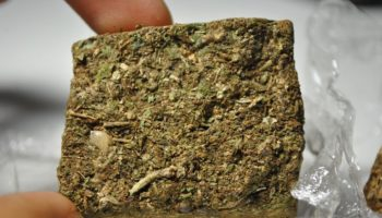 fumer de l'herbe,brique,herbe en brique